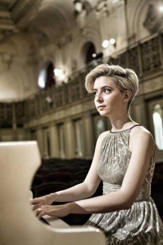 Илиана Стоянова - пиано